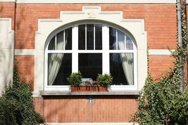 Fenêtres blanches avec les Châssis Ernst