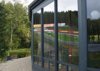 Fenêtre en aluminium - Eau rouge